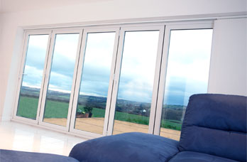aluminium five pane folding door in smarts system
